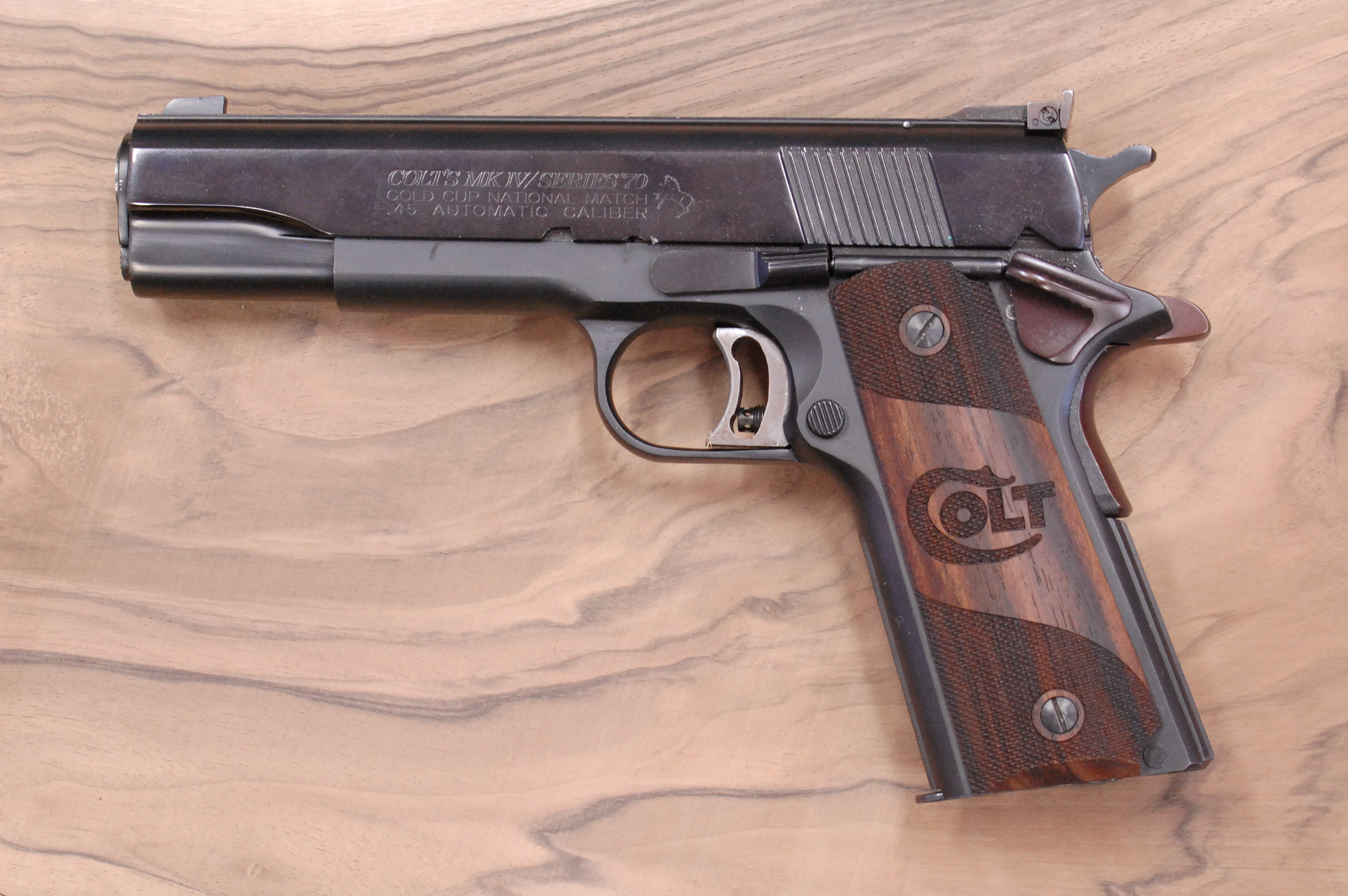 COLT 1911 GRIPS (partially checkered + Colt logo) - full size