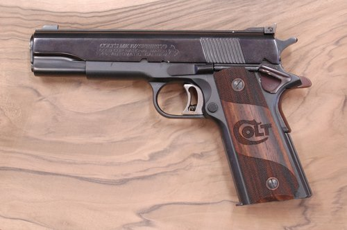 COLT 1911 GRIPS (partially checkered + Colt logo)