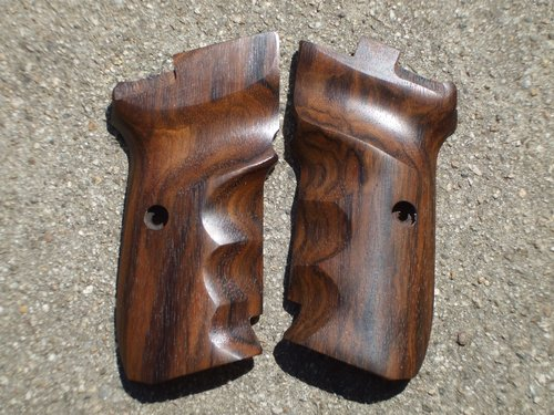 CZ 82/83 GRIPS w/ FINGER GROOVES (smooth #4)