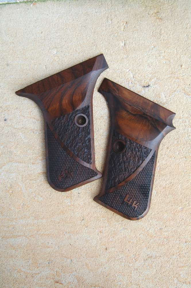 HK P7 GRIPS w/ protruding mag.rel (ckrd+texture) - full size