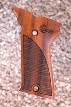 AUTO MAG .44/.357 GRIPS, (ckrd+AMT logo)