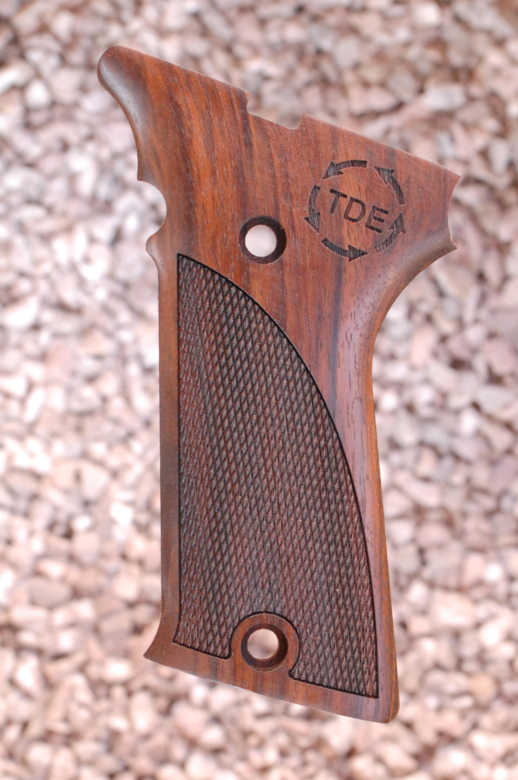 AUTO MAG .44/.357 GRIPS, (ckrd+TDE logo) - full size
