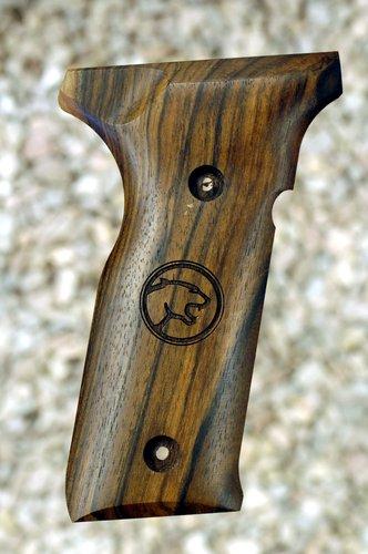 BERETTA 8045 WALNUT Grips (smooth+Cougar logo))