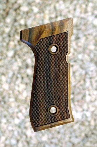 BERETTA 92/96 grips (checkered)