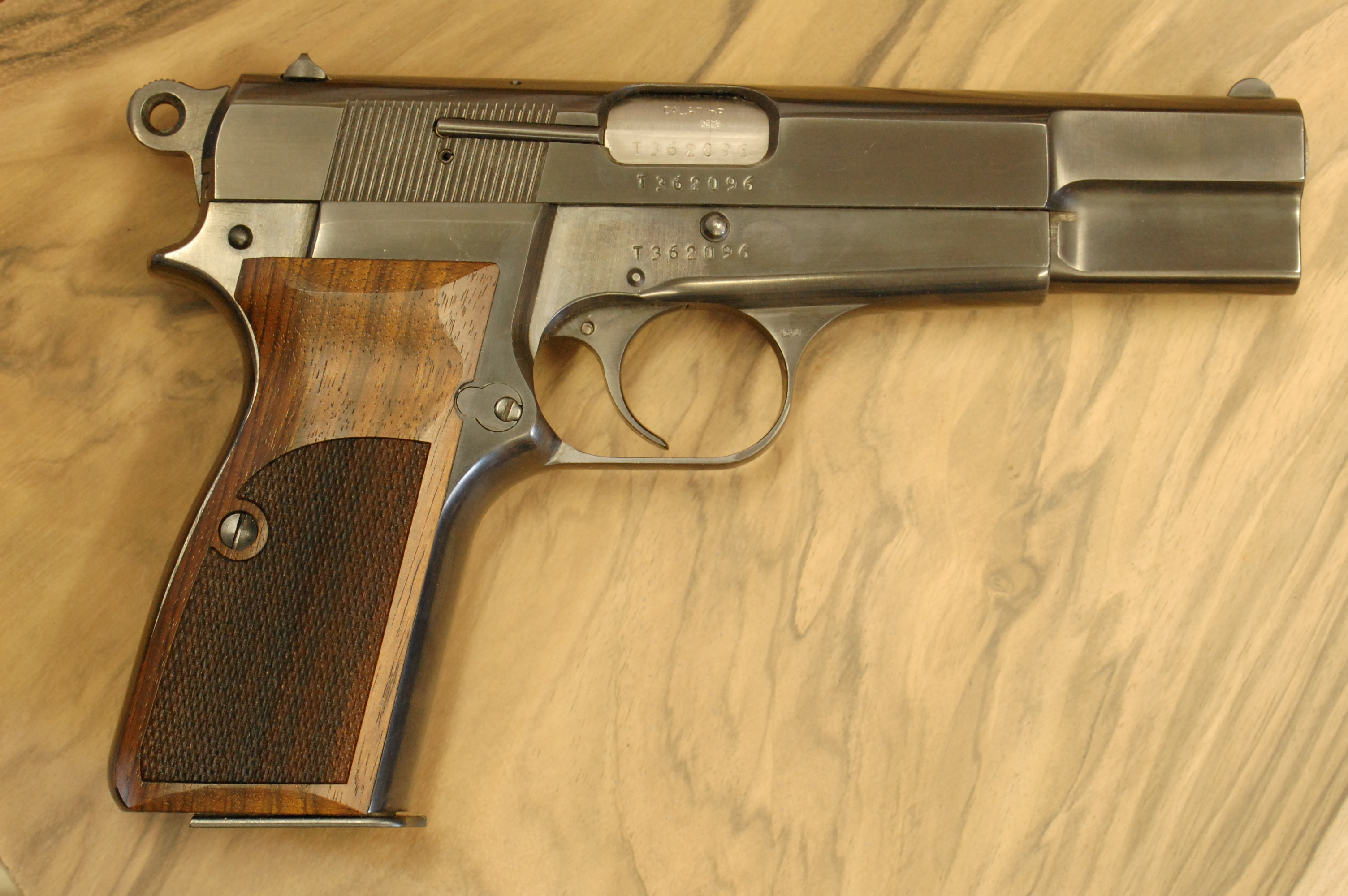 BROWNING Hi-power GRIPS (checkered) - full size