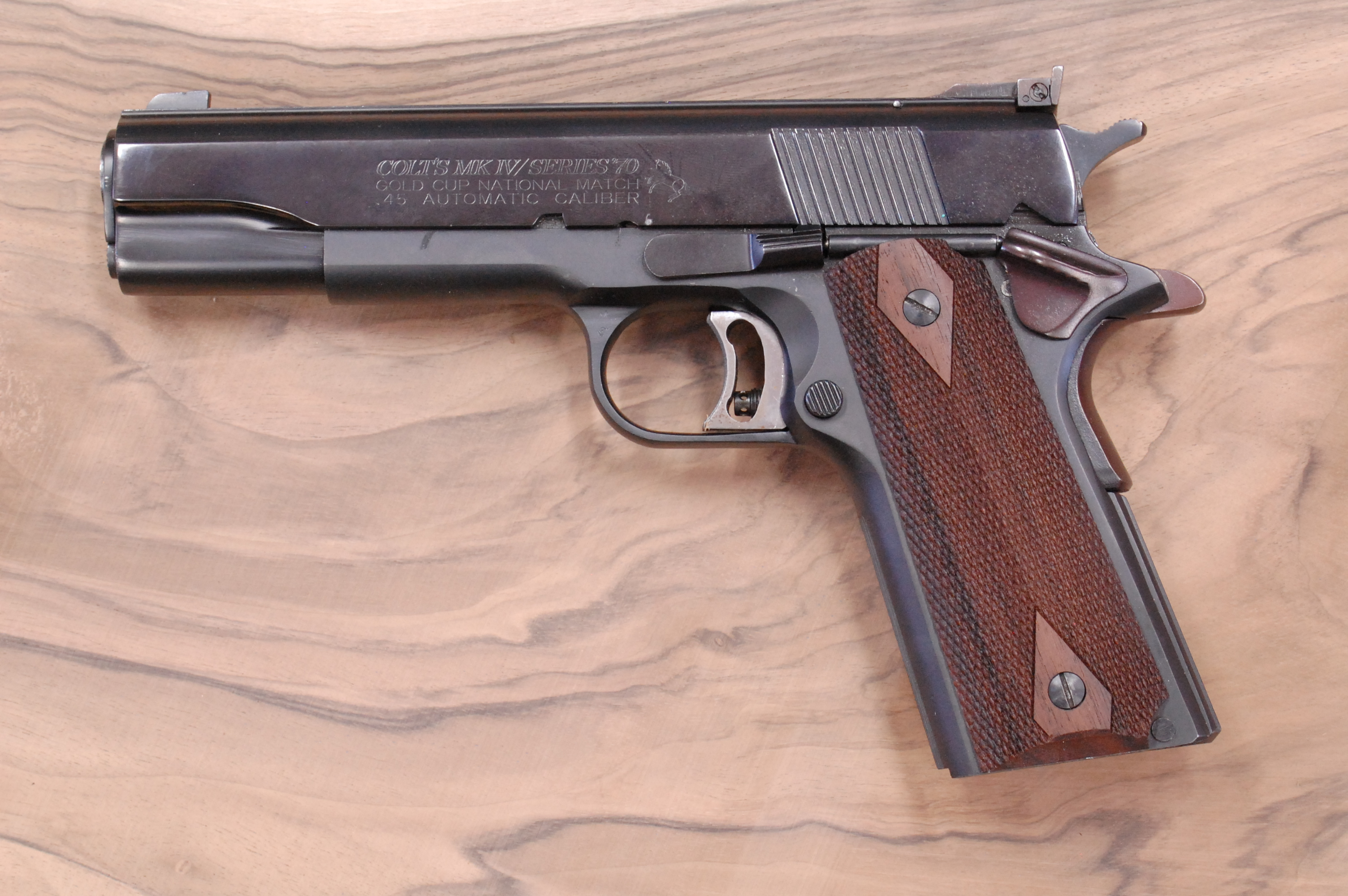 COLT 1911 GRIPS (checkered) - full size