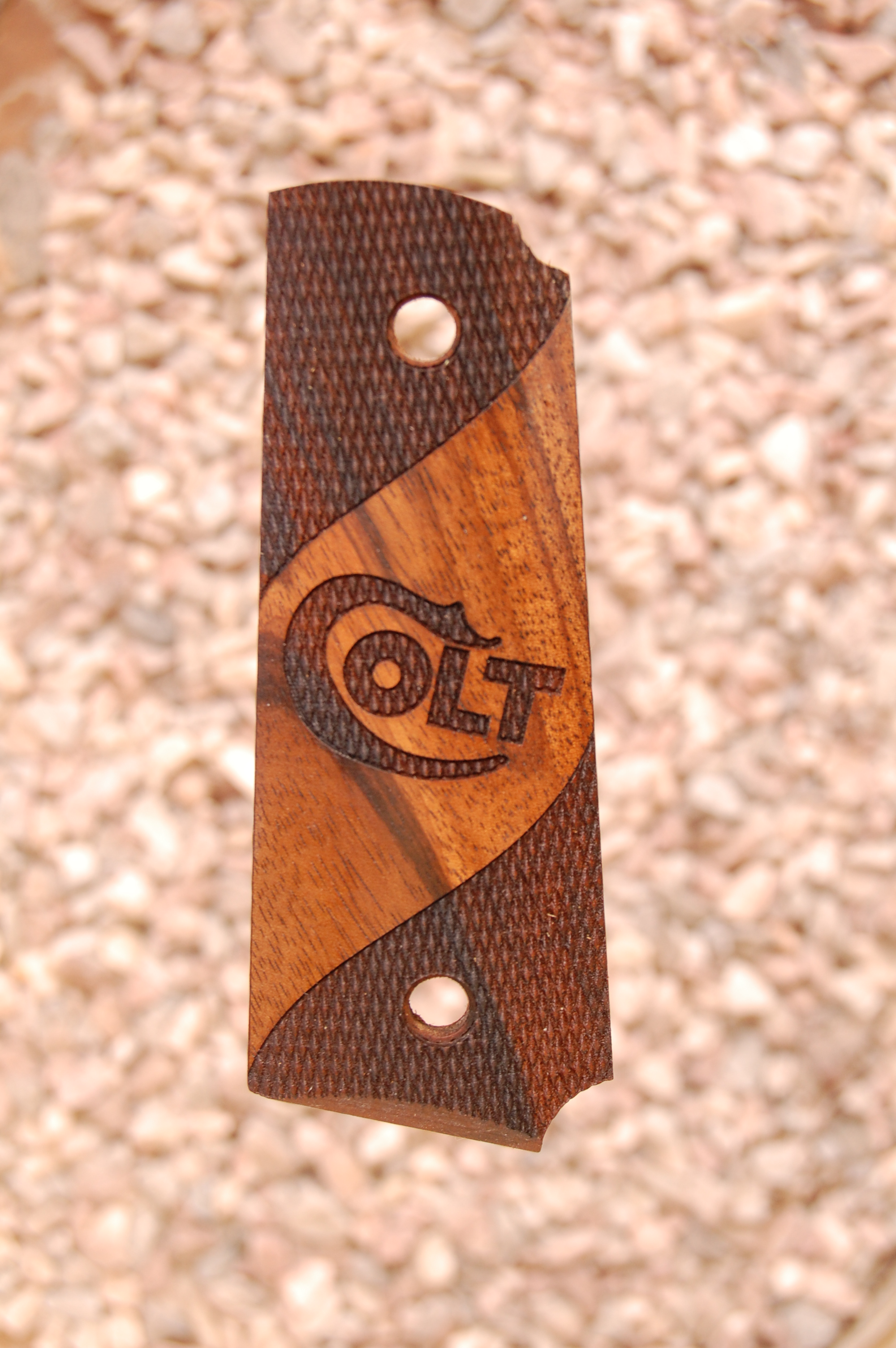COLT 1911 OFFICER grips (partially checkered+logo) - full size