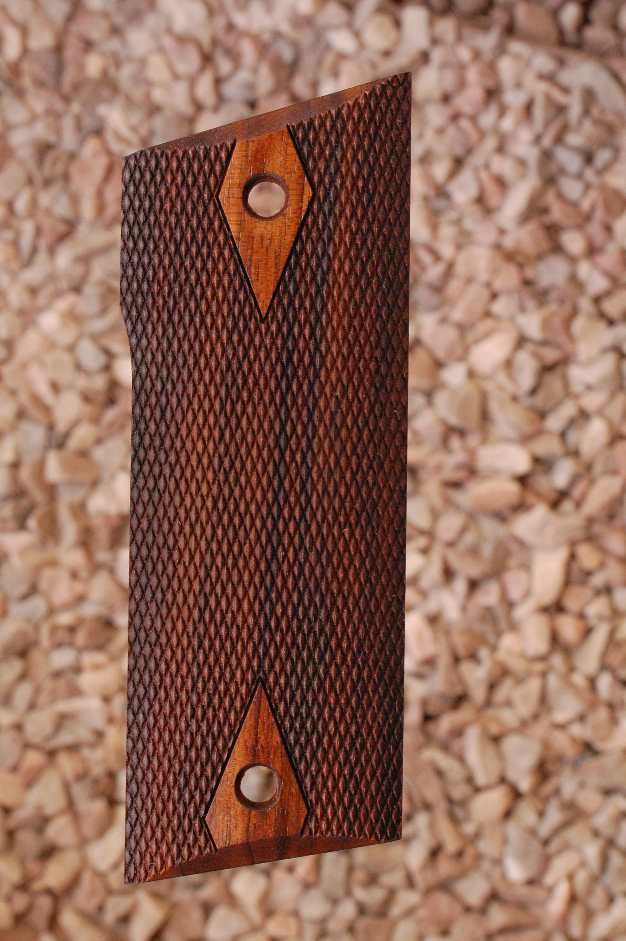 COONAN B grips (checkered) - full size