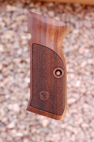 CZ 75 grips type 1 (checkered)