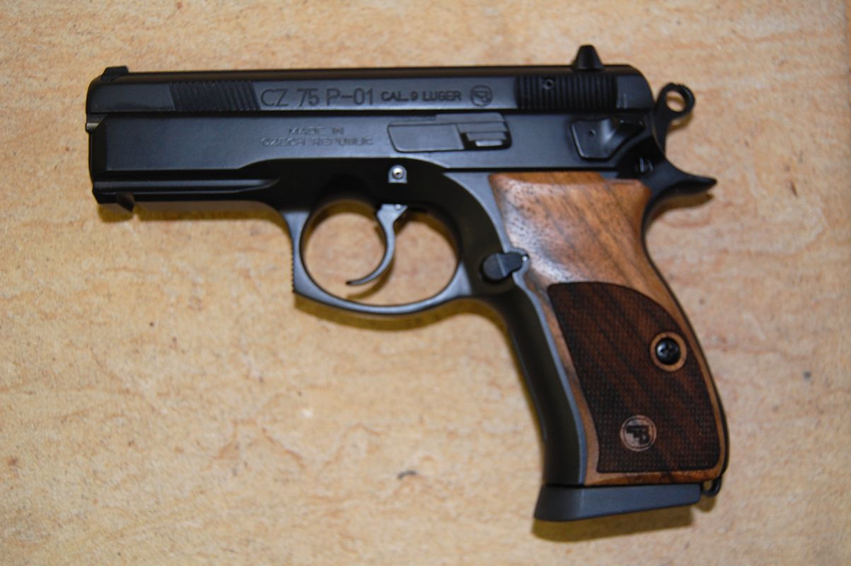 CZ 75 P-01 GRIPS (checkered) - full size