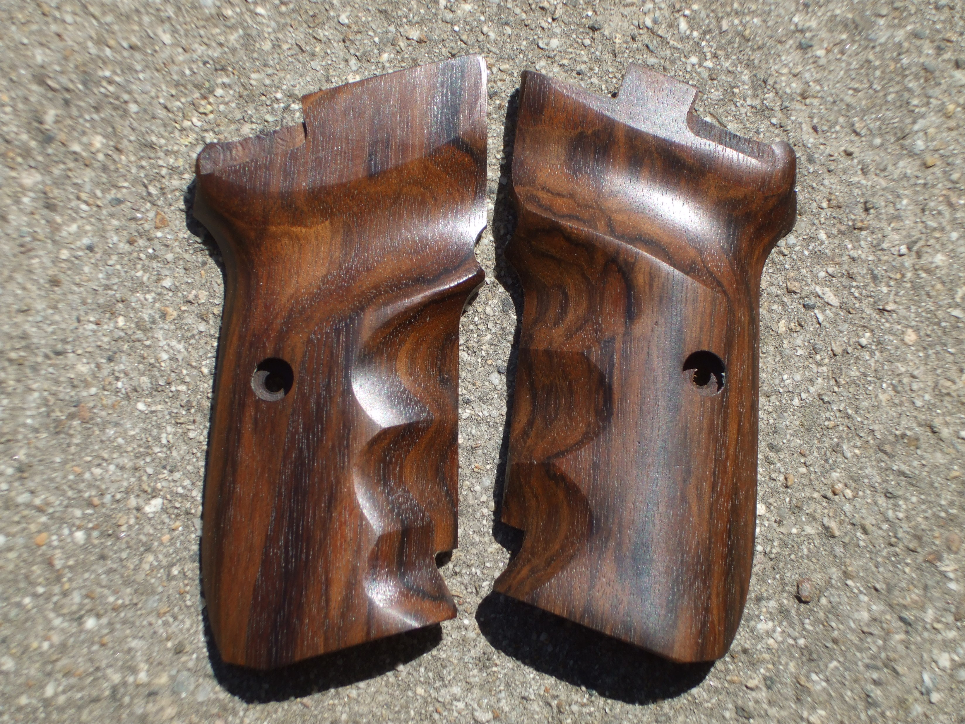 CZ 82/83 GRIPS w/ FINGER GROOVES (smooth #4) - full size