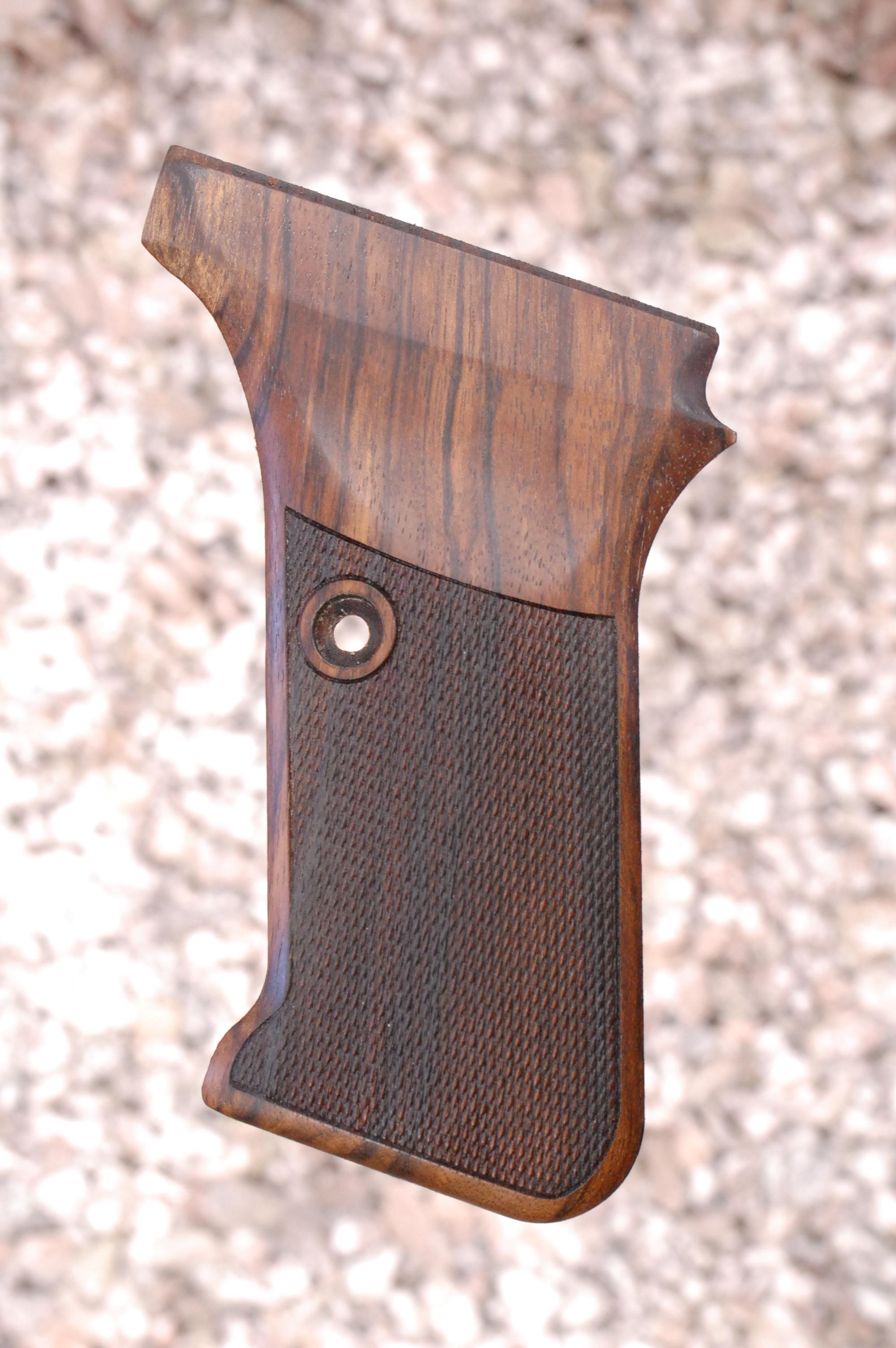 HK P7 GRIPS w/ flush mag.rel (checkered) - full size