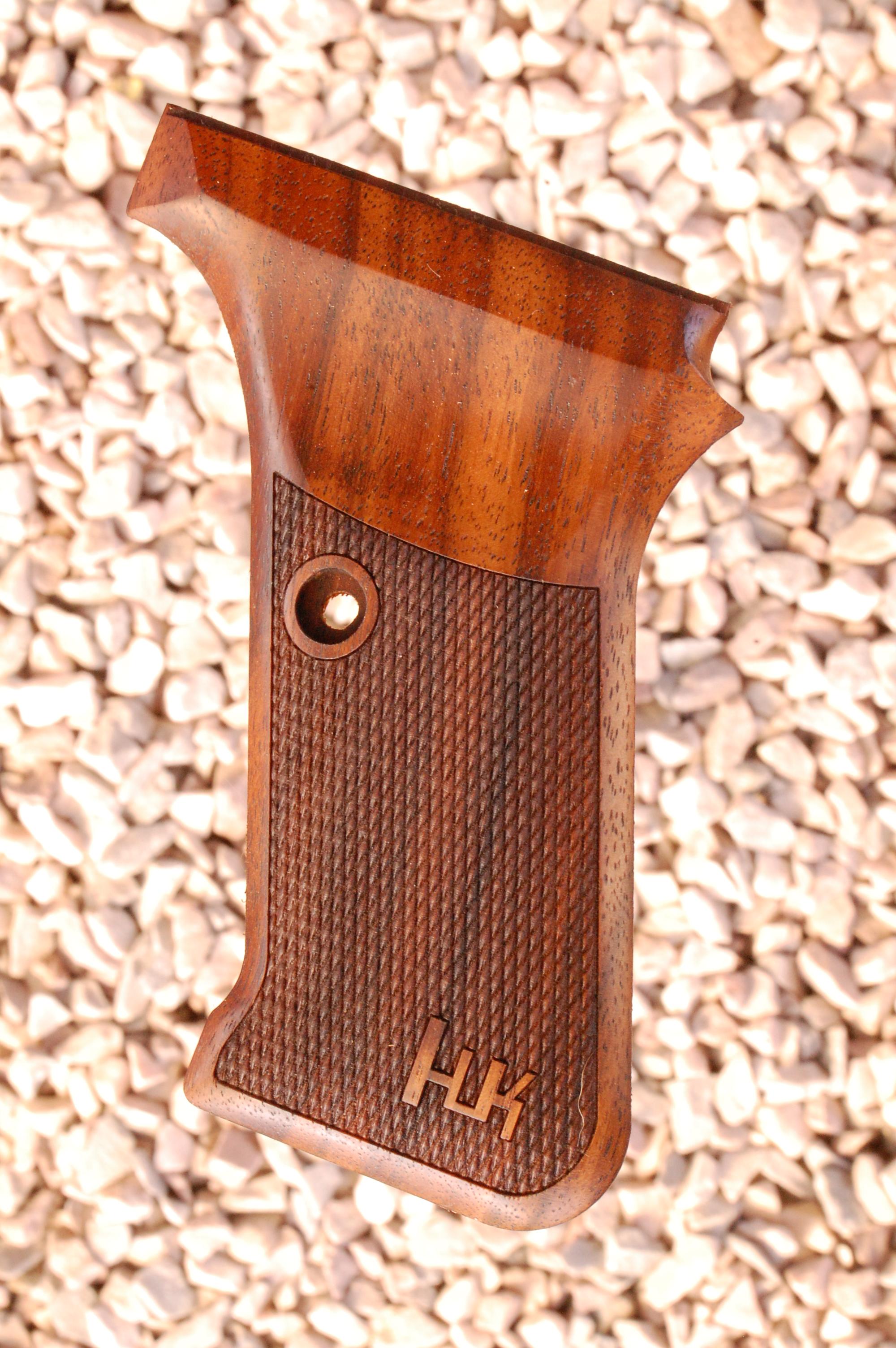 HK P7 GRIPS w/ flush mag.rel (checkered+logo) - full size