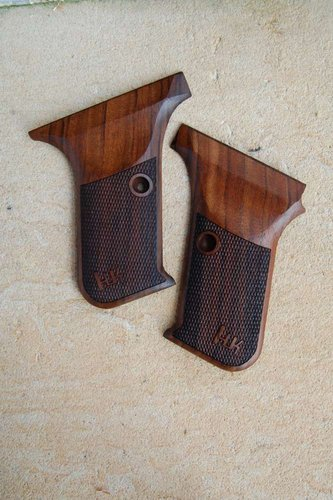 HK P7 GRIPS w/ protruding mag.rel (checkered)