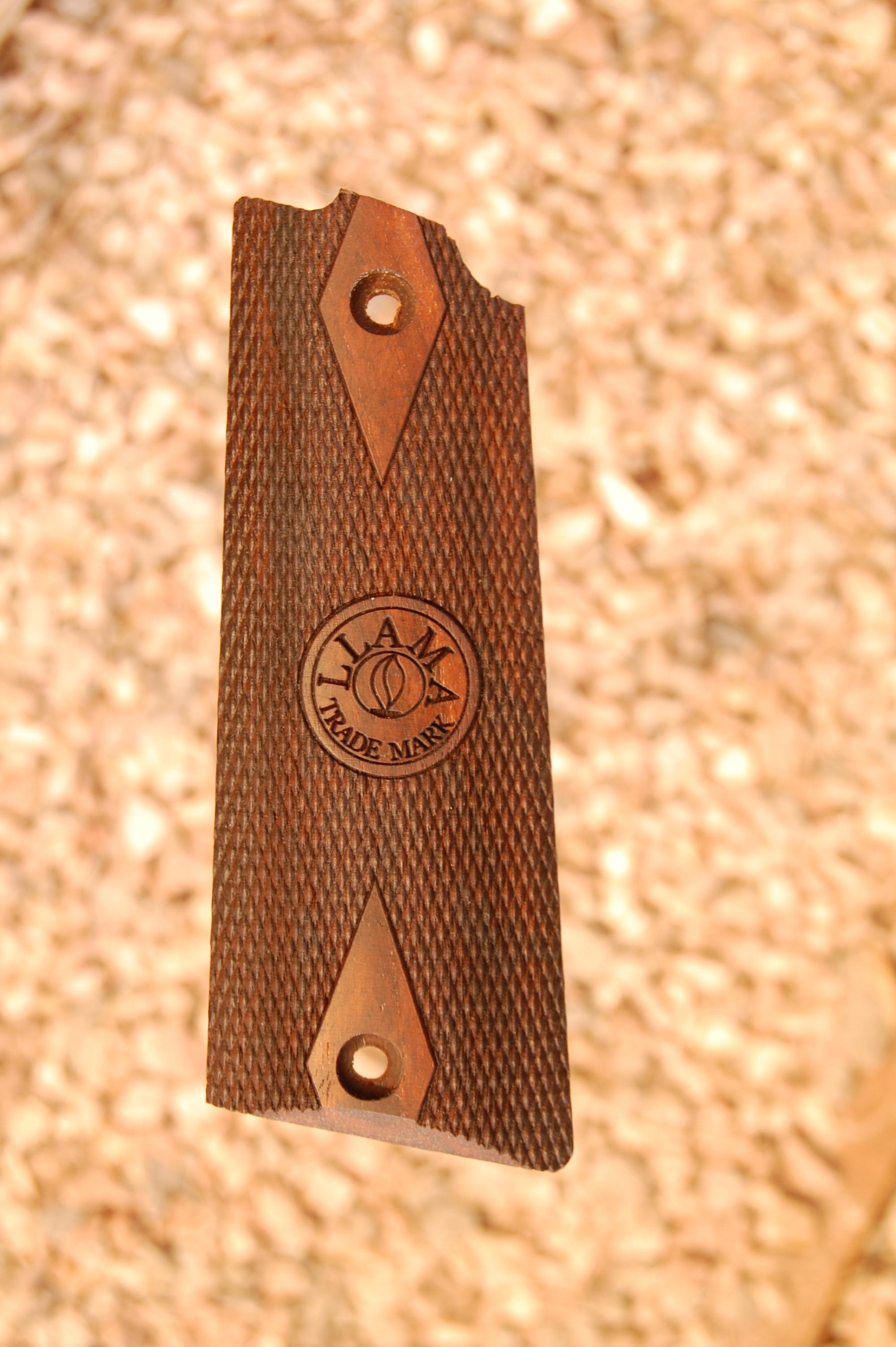 LLAMA IXa grips (checkered+logo) - full size