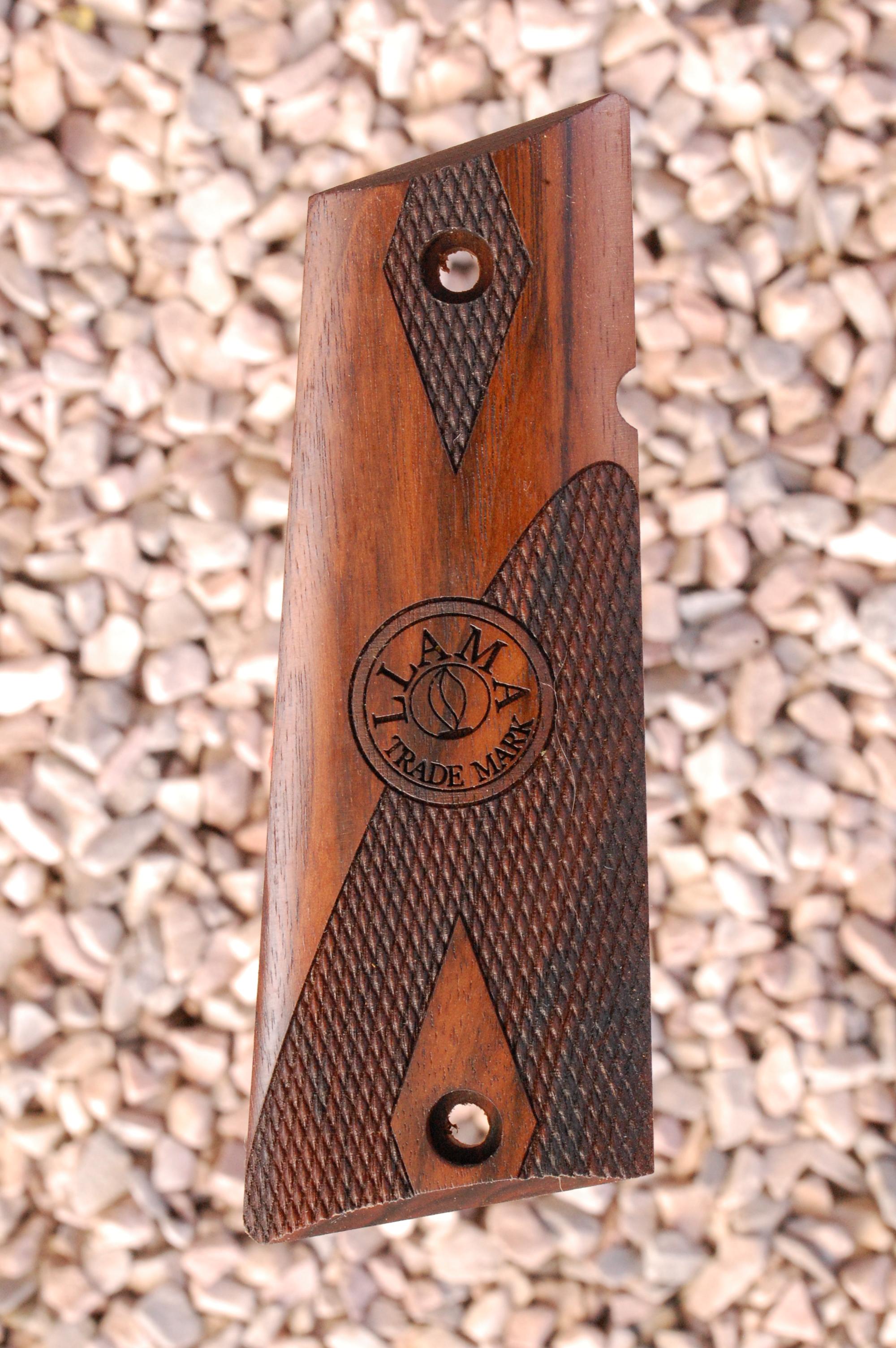 LLAMA IXa grips (part.checkered) - full size