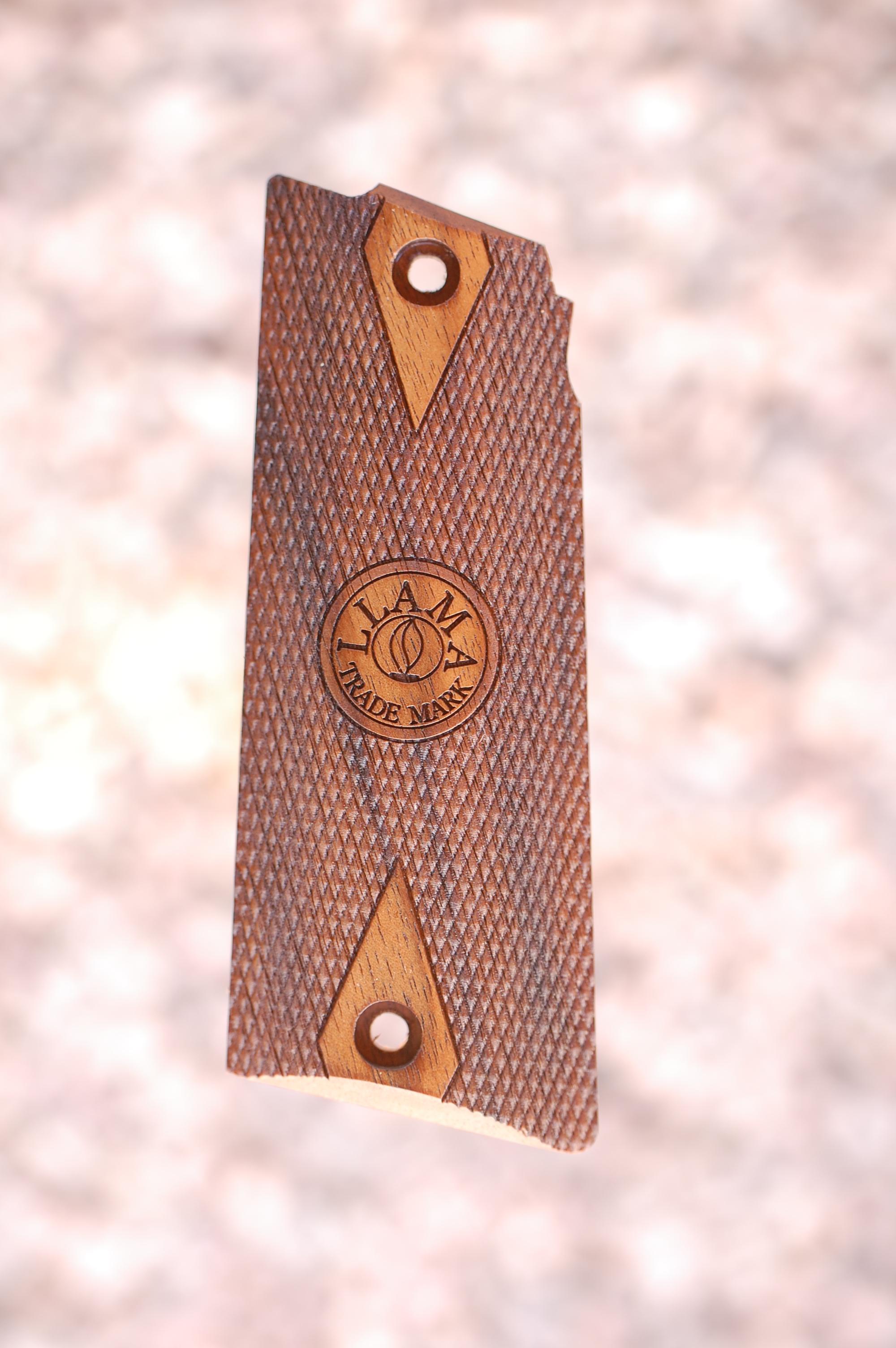 LLAMA Max I grips (checkered+logo) - full size