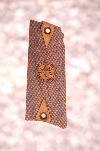 LLAMA Max I grips (checkered+logo)
