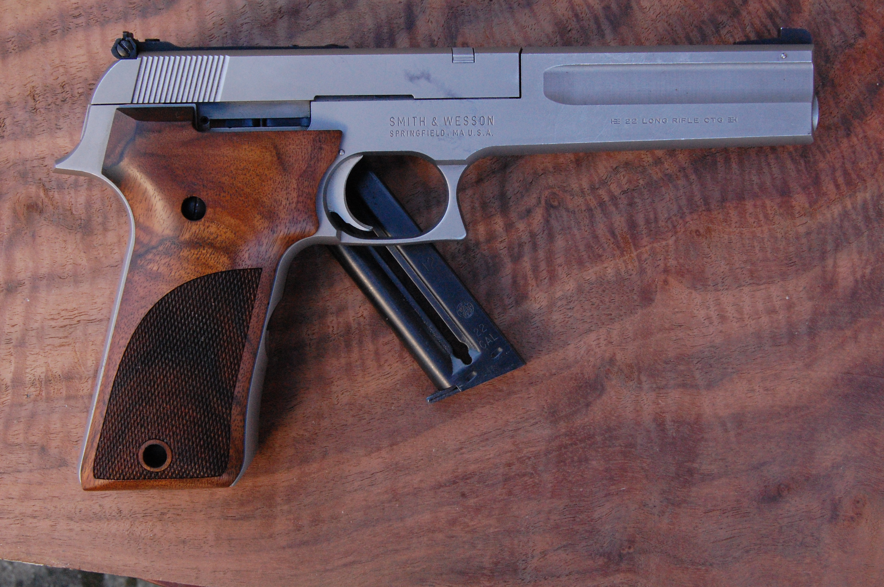 S&W 2206 grips (checkered) - full size