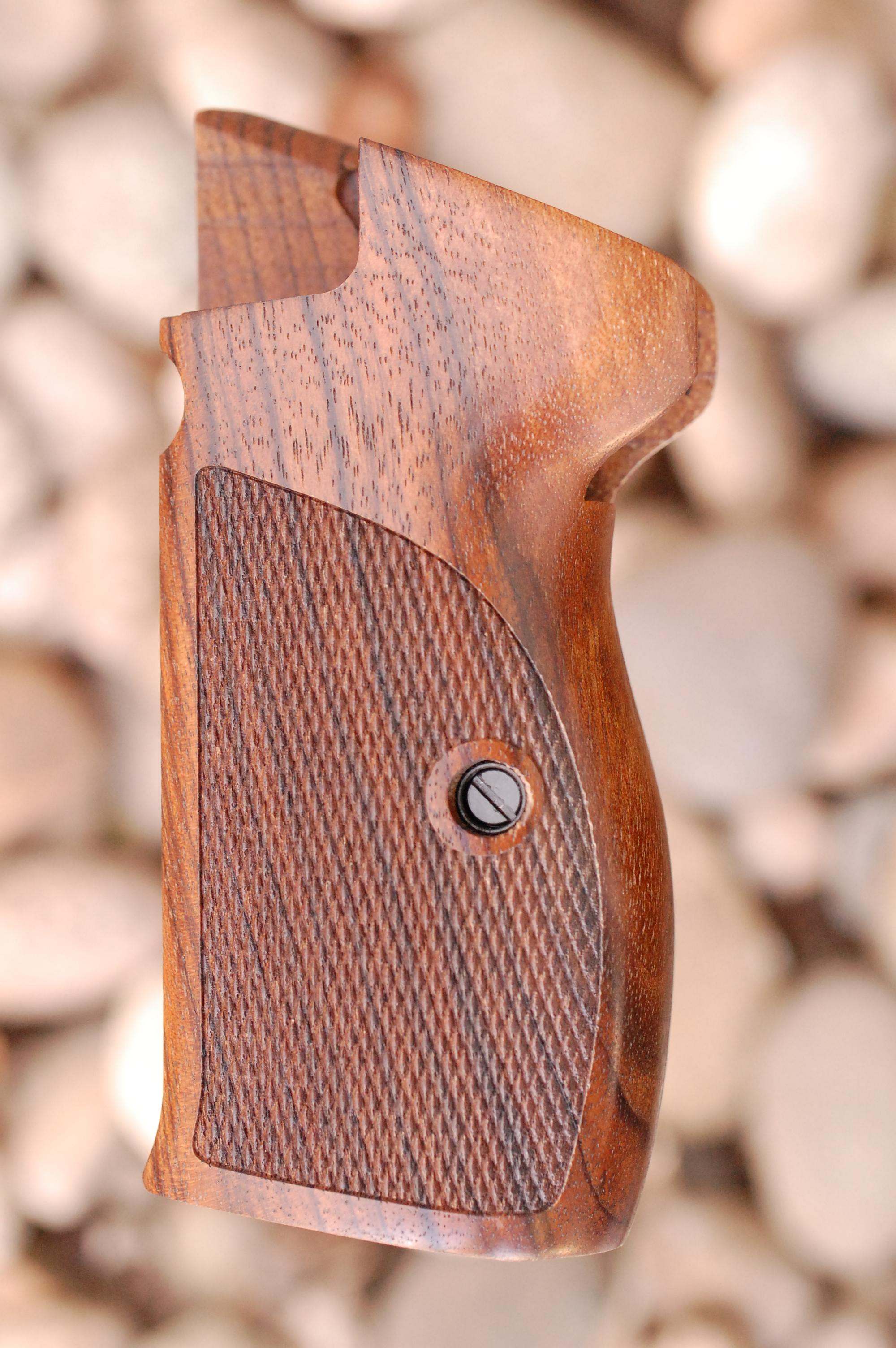 SIG P210 GRIPS, side mag.rel, no lan.ring (ckrd) - full size