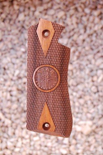 STAR BM grips (checkered+logo)
