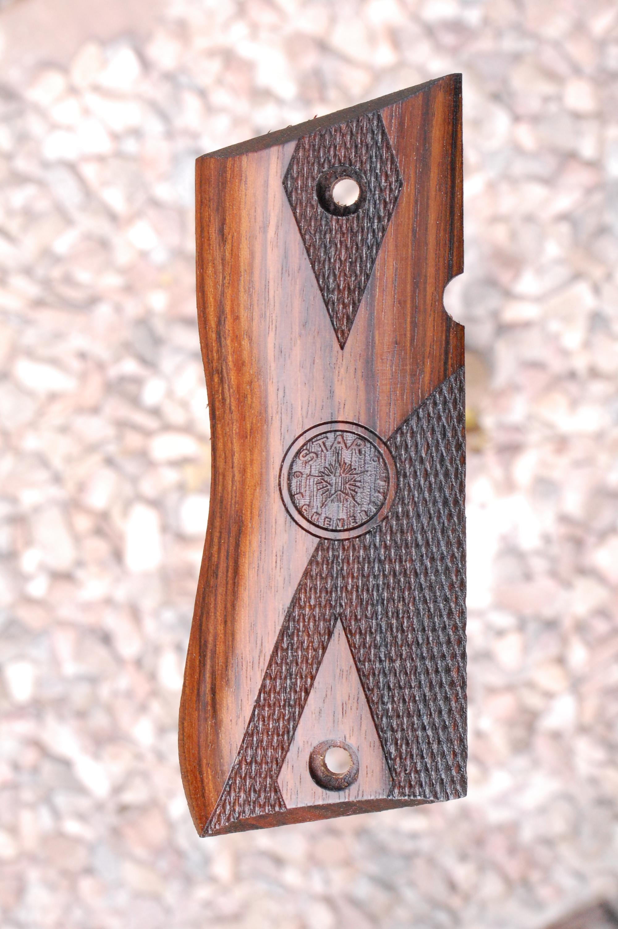 Star BM grips (part.checkered) - full size