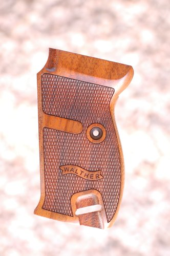 WALTHER P1/P38 grips (ckeckered+logo)