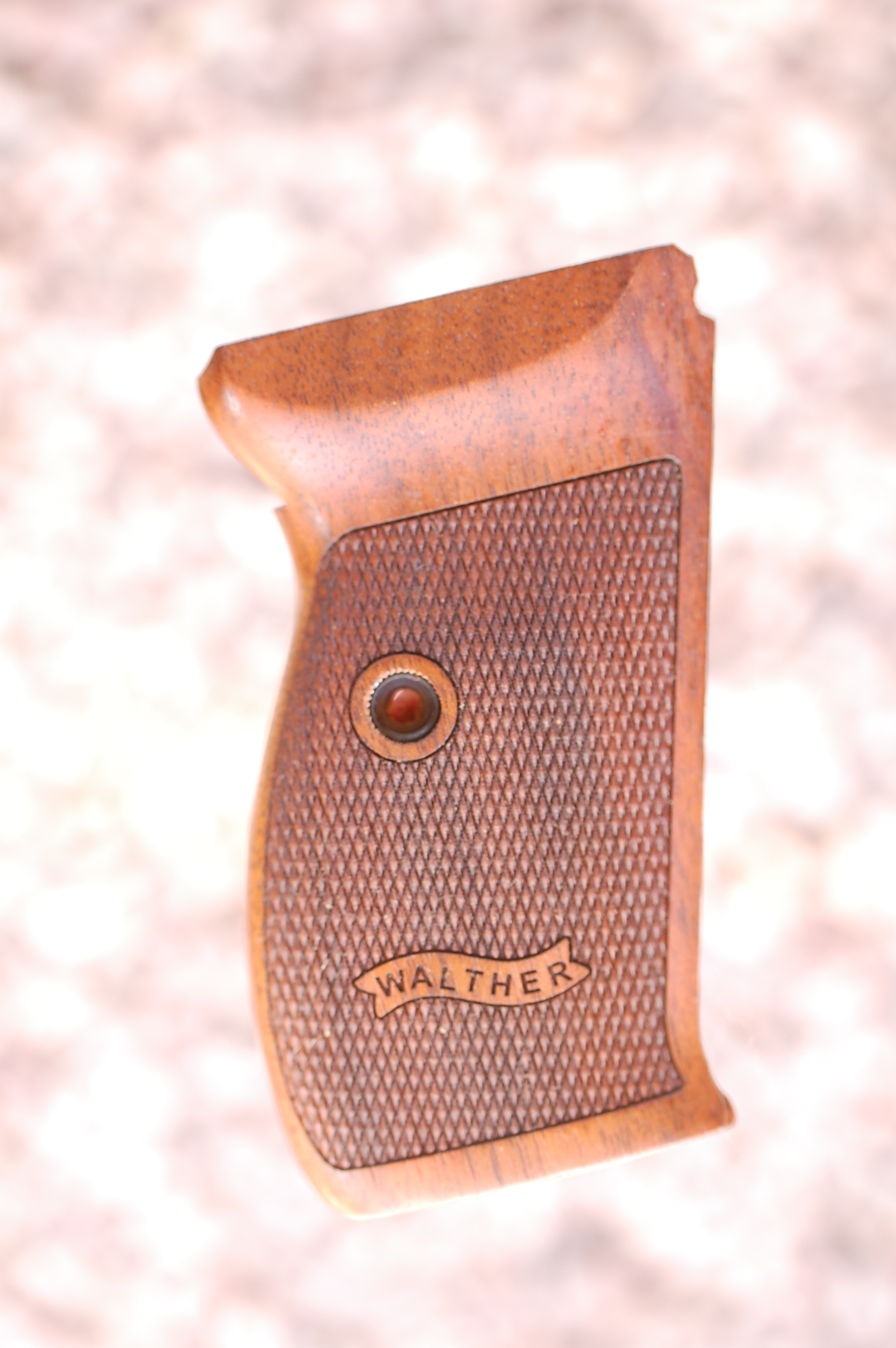 WALTHER P1/P38 grips (ckeckered+logo) - full size