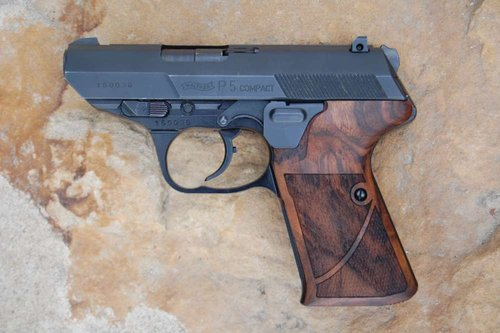 WALTHER P5 Compact bottom mag. release (checkered+textured)